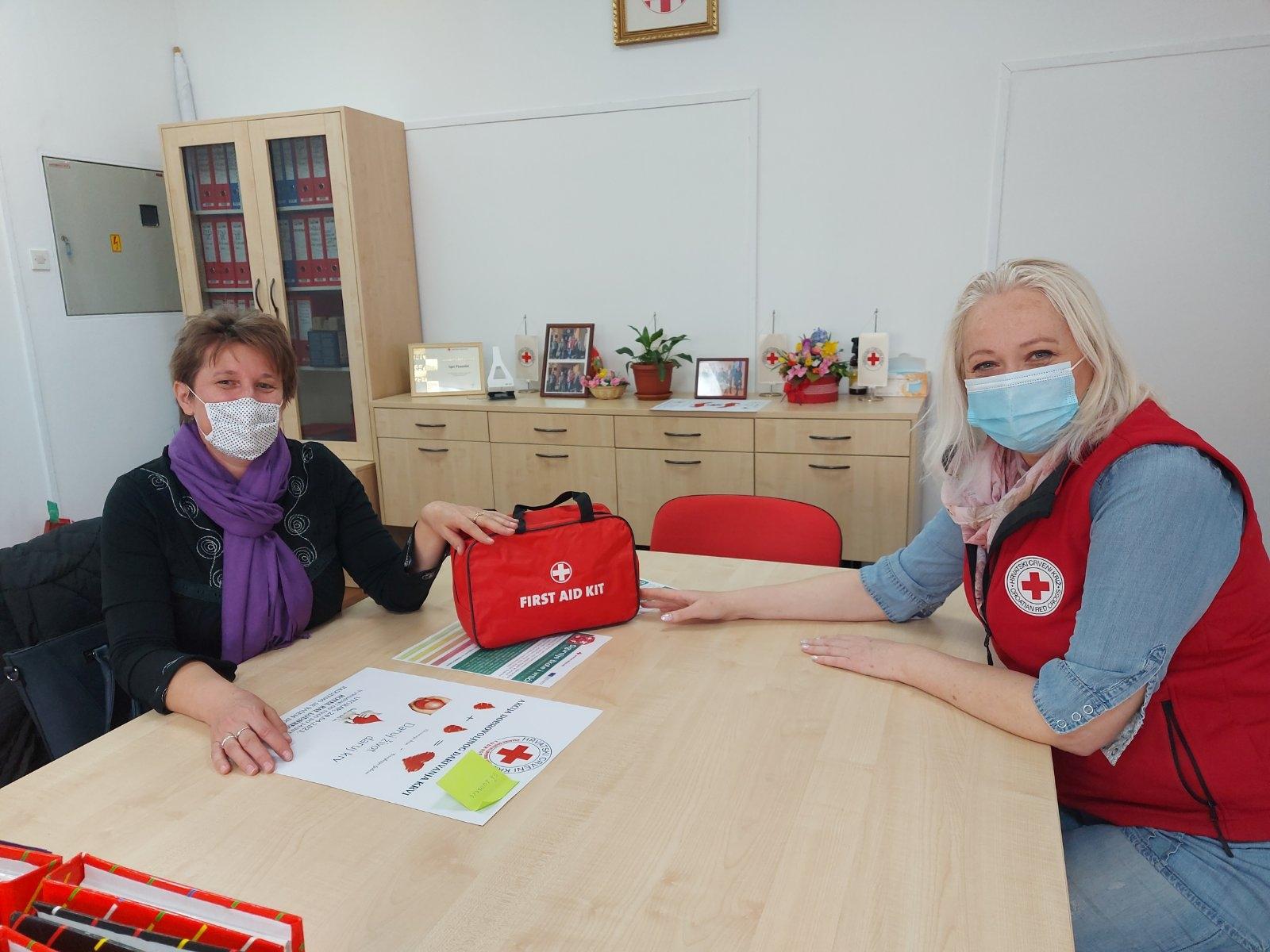 Podjela kompleta prve pomoći - vrtićima , školama i ekipama prve pomoći